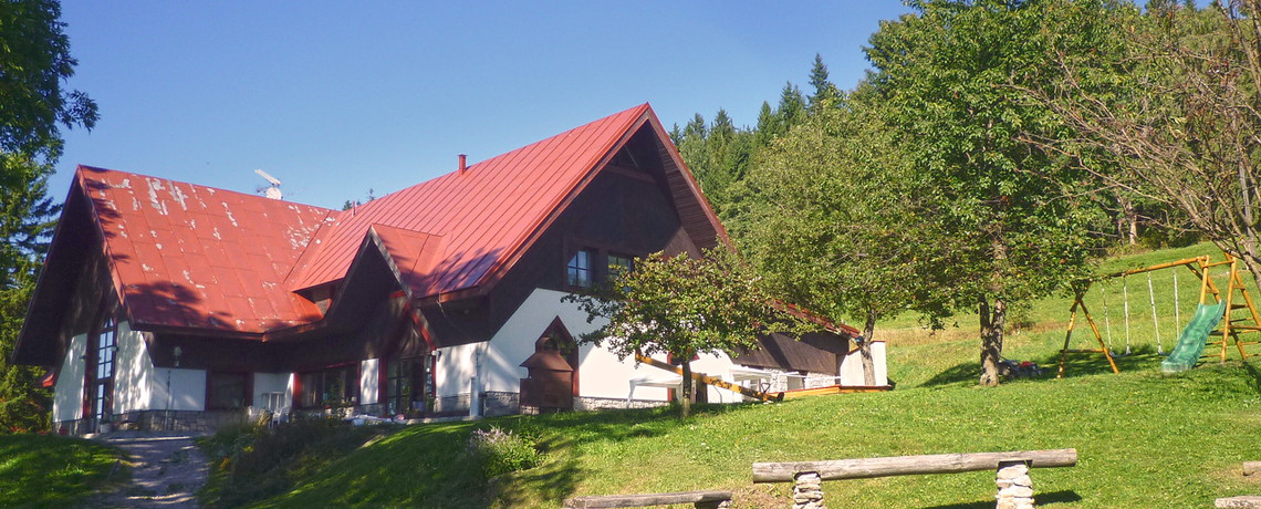 Hlavní budova Herlíkovice modré nebe